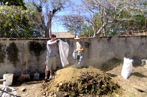 Compost-making Casa Colibri